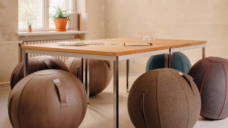 VLUV Sitzbälle an einem Tisch
